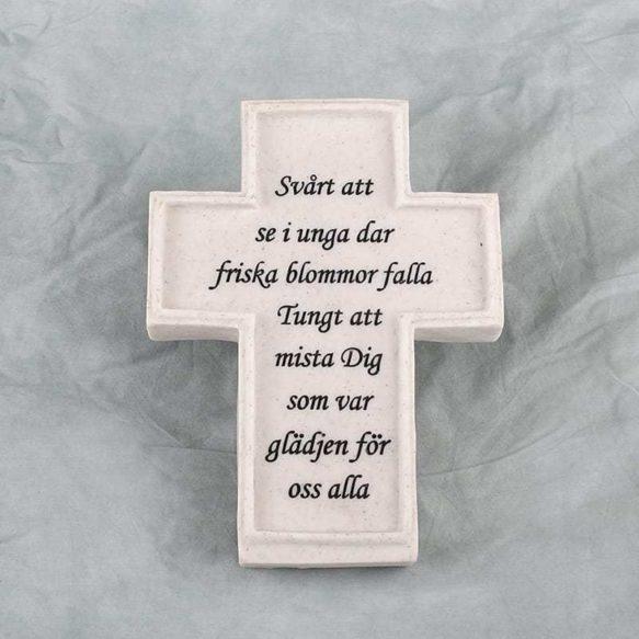 Gravsmyckning kors med text