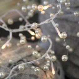 Ljusslinga med vita pärlor