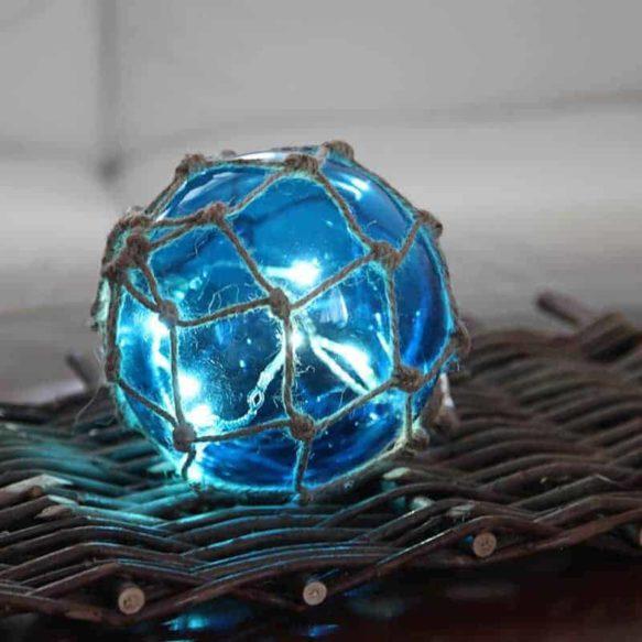 Noah Marin glasboll med ljusslinga 14cm blå